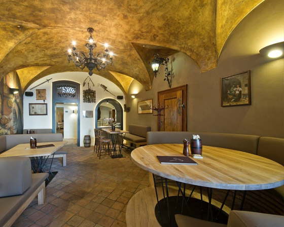 Dubové stoly do restaurace